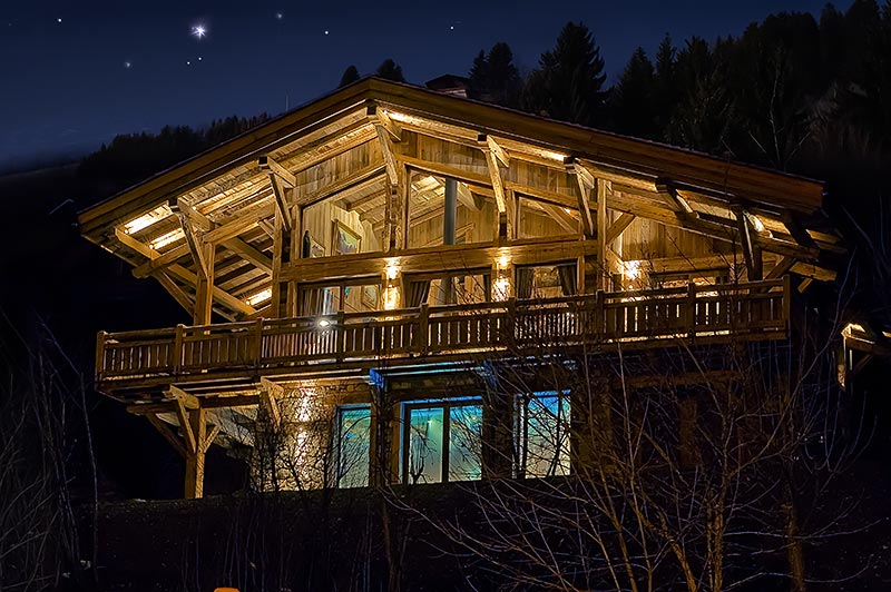 The chalet in Megeve buy night